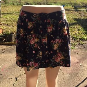 Dresses & Skirts - vintage flower pattern mini skirt•